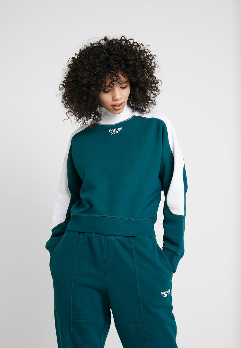 Reebok Classic - GRAPHIC SERIES CASUAL LONG SLEEVE PULLOVER - Sudadera - deep teal/white