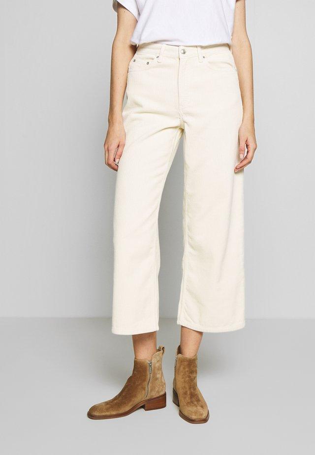 KIRI - Spodnie materiałowe - seedpearl white