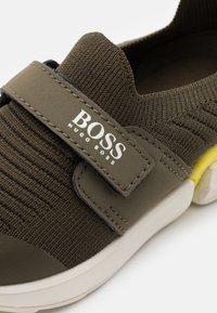BOSS Kidswear - TRAINERS - Trainers - khaki - 5