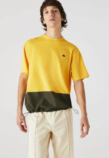 T-shirt print - gelb / khaki grün