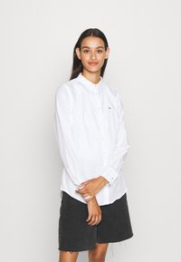 Tommy Jeans - SLIM FIT OXFORD - Button-down blouse - white - 0