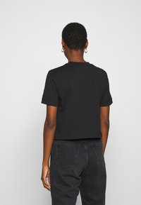 Calvin Klein Jeans - BADGE CROPPED TEE - T-shirt basic - black - 2