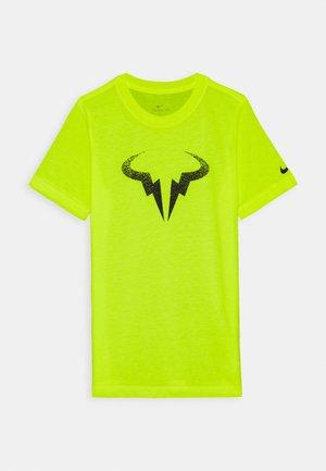 RAFAEL NADAL TEE - T-shirt z nadrukiem - volt/black