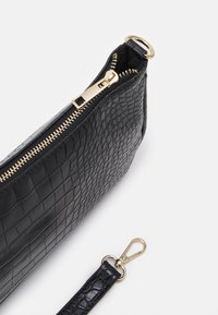 Pieces - PCDANA SHOULDER BAG - Handbag - black/gold - 3