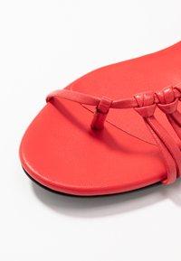 3.1 Phillip Lim - Sandály s odděleným palcem - corallo - 2