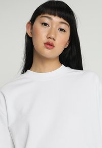 Weekday - HUGE CROPPED - Sweatshirt - white - 4