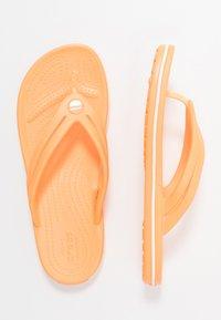 Crocs - CROCBAND - Chanclas de dedo - cantaloupe - 3