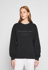 Abercrombie & Fitch - ITALICS SEAMED LOGO CREW - Sweatshirt - black - 0