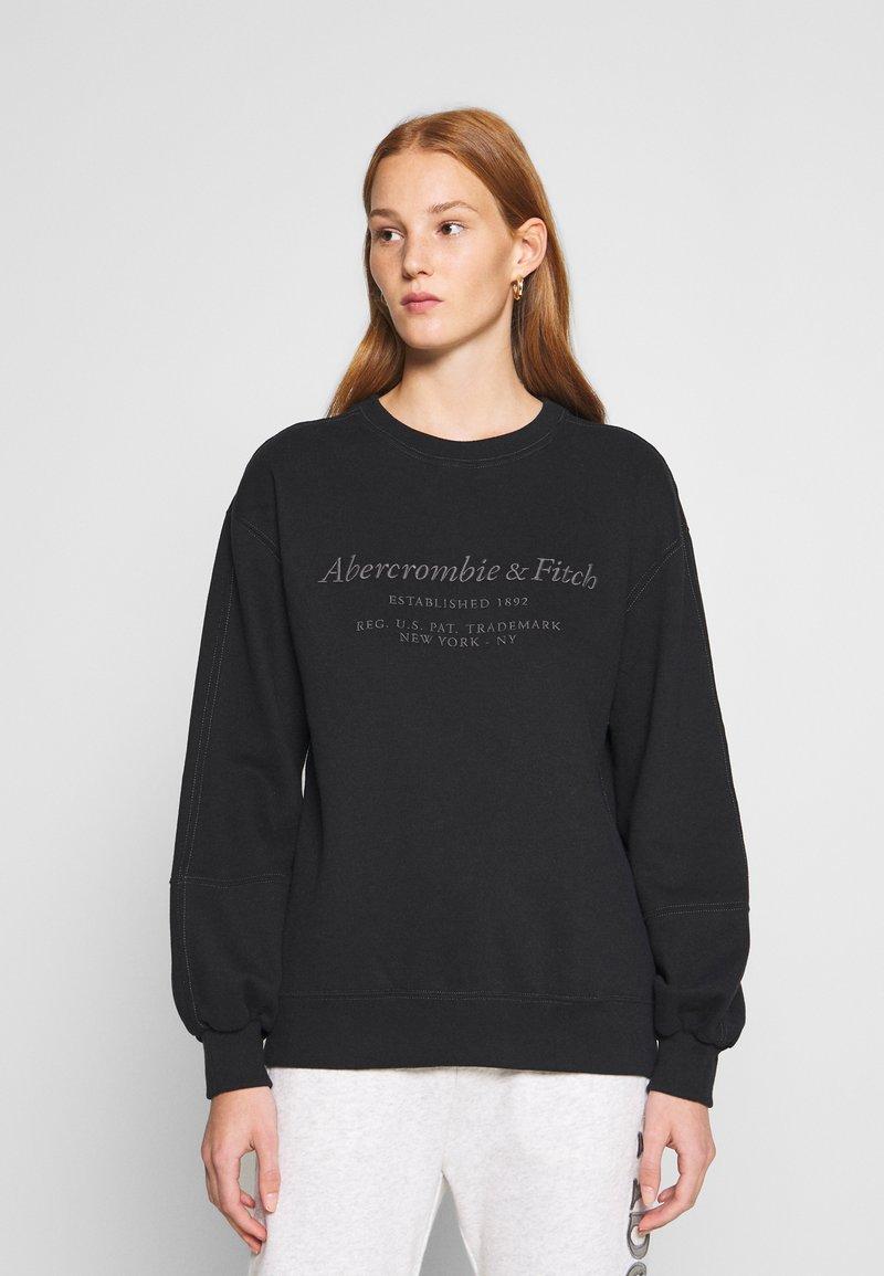 Abercrombie & Fitch - ITALICS SEAMED LOGO CREW - Sweatshirt - black