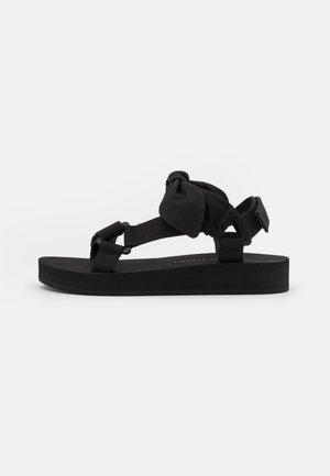 MAISIE - Sandály na platformě - black