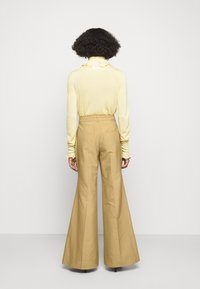 Victoria Beckham - WIDE BOOTCUT TROUSER - Trousers - taupe - 2