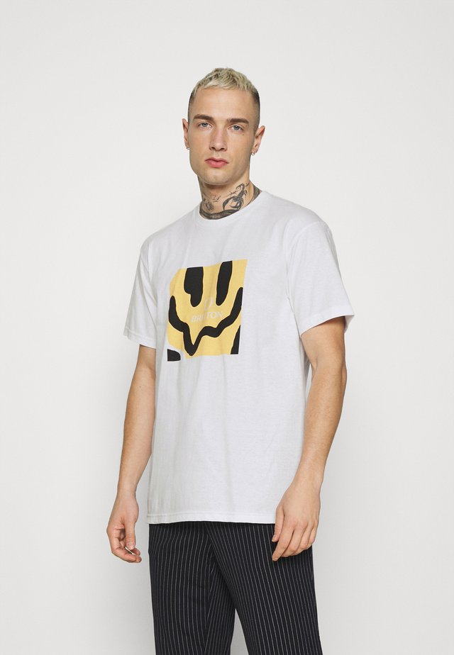 MELTER SQUARE - T-shirt con stampa - white