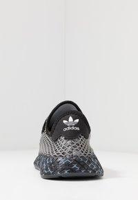 adidas Originals - DEERUPT RUNNER STREETWEAR-STYLE SHOES  - Joggesko - core black/footwear white - 3