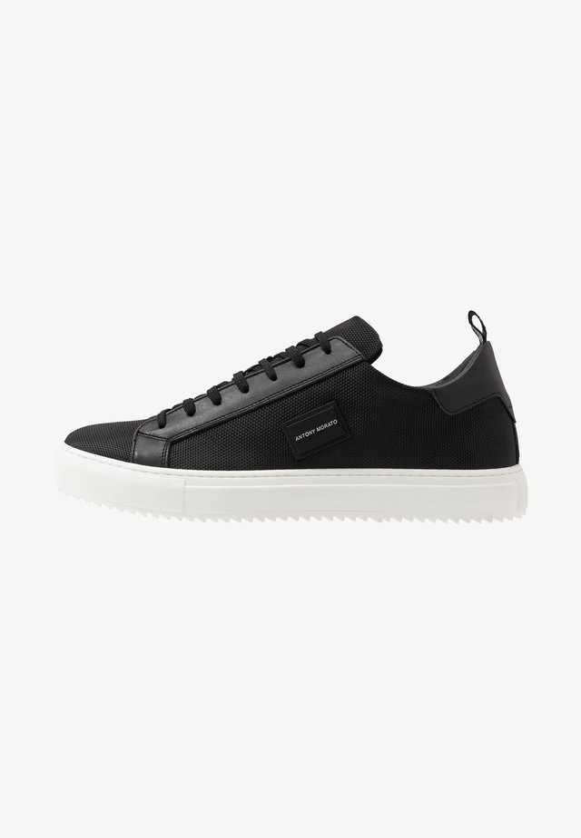 DUGGER METAL - Sneakersy niskie - black