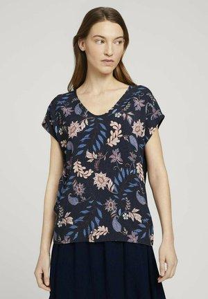 FABRIC MIX V-NECK - Print T-shirt - navy floral design