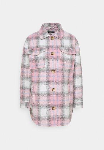 OVERSIZED CHECK SHACKET - Summer jacket - pink