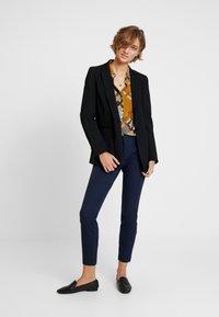GAP - BISTRETCH - Trousers - true indigo - 2