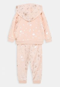 Guess - HOODED ACTIVE TOP AND PANTS BABY SET - Sweatjacke - light pink - 1