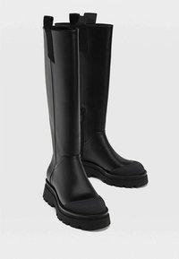 Stradivarius - MIT GUMMIERTEM FINISH - Boots - black - 2
