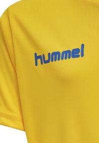 Hummel - DUO SET - Sports shorts - sports yellow/true blue - 7