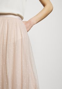 Needle & Thread - KISSES MIDAXI SKIRT - Áčková sukně - pearl rose - 5