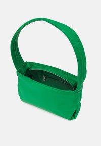 HVISK - SCAPE RECYCLED - Handbag - grass green - 2