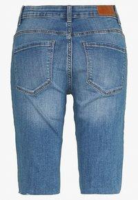 Vero Moda - VMSEVEN SLIM  - Shorts - medium blue denim - 1