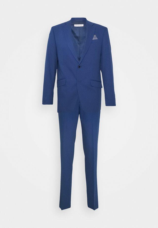 Suit - light blue