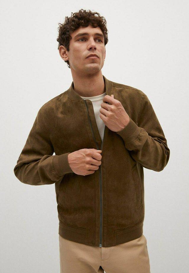 MIT WILDLEDER-EFFEKT - Kunstlederjacke - beige