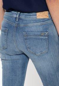 Amor, Trust & Truth - MIT SEITLICHE - Slim fit jeans - blau - 4