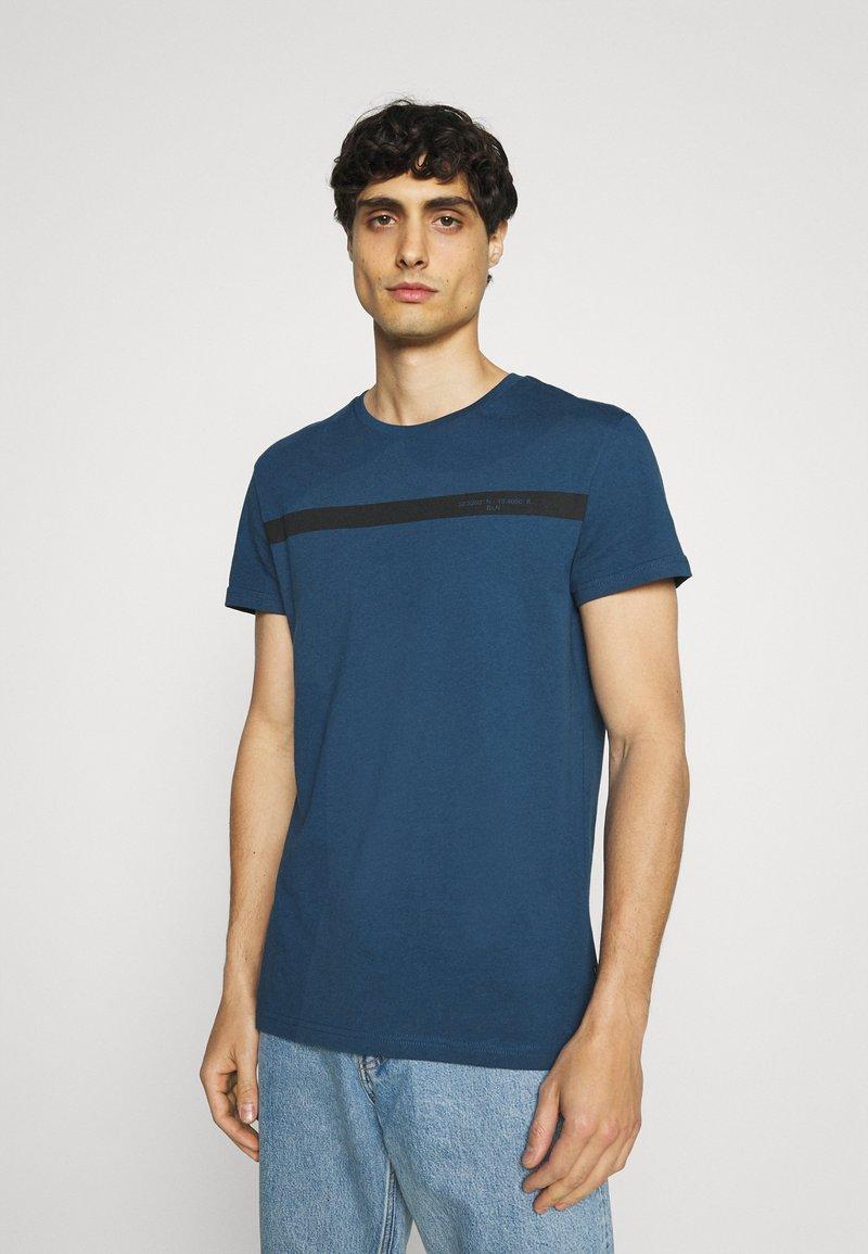 Pier One - T-shirt med print - blue