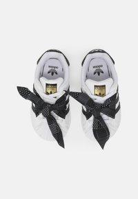 adidas Originals - SUPERSTAR UNISEX - Baskets basses - white/core black/gold - 3