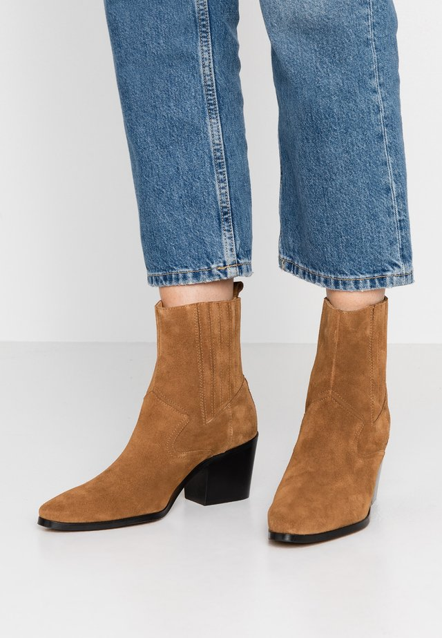 GEORGIA CHELSEA  - Cowboy/biker ankle boot - brown