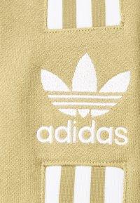 adidas Originals - LOCK UP CREW UNISEX - Collegepaita - beige tone - 2
