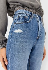 Stradivarius - MIT SCHLITZEN  - Jeansy Slim Fit - blue denim - 3