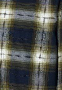 Marc O'Polo - KENT COLLAR LONG SLEEVE CHEST - Skjorta - multi/ivy green - 5