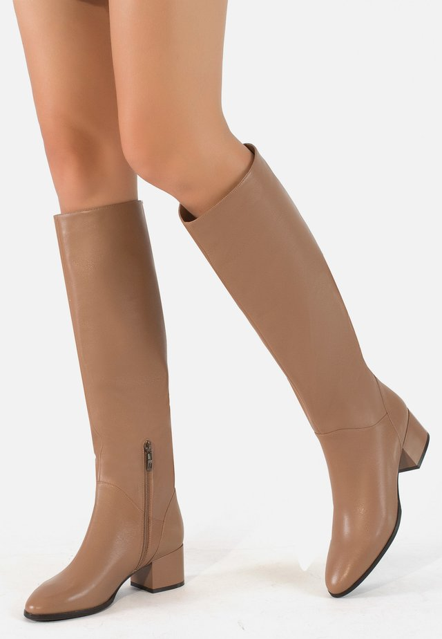 Boots - caramel