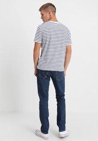 Wrangler - LARSTON - Slim fit jeans - darkstone - 2