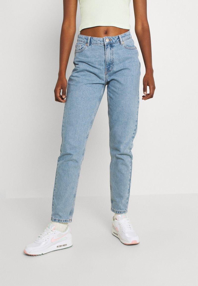 ONLY - ONLJAGGER LIFE HIGH MOM ANKLE - Jeans Tapered Fit - light blue denim