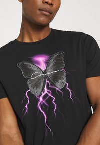 CLOSURE London - ELECTRIC BUTTERFLY TEE - T-shirt print - black - 3