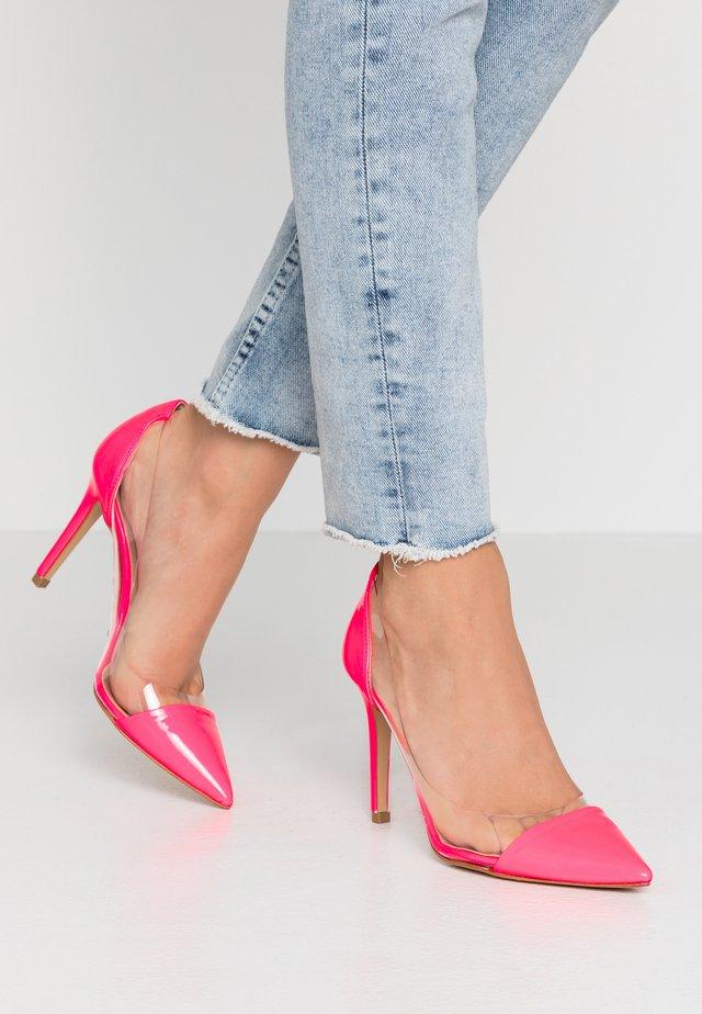High heels - fluofuxia