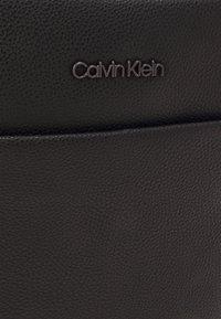 Calvin Klein - REPORTER UNISEX - Across body bag - black - 3