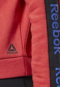 Reebok - TRAINING ESSENTIALS LOGO CREW SWEATSHIRT - Sweatshirts - rebel red - 2