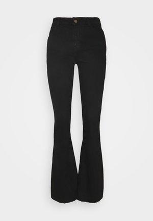 PCKAMELIA FLARED - Flared jeans - black