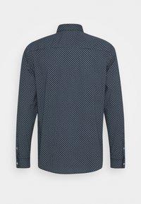 TOM TAILOR - REGULAR PRINTED - Shirt - dark blue/white - 1