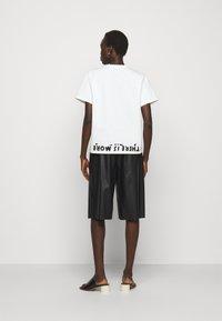 MM6 Maison Margiela - Camiseta estampada - white - 2