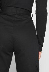 Missguided Petite - PLAIN CARGO TROUSER - Pantaloni cargo - black - 3