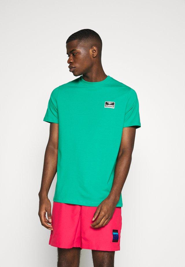 FERIE UNISEX - Print T-shirt - viridis