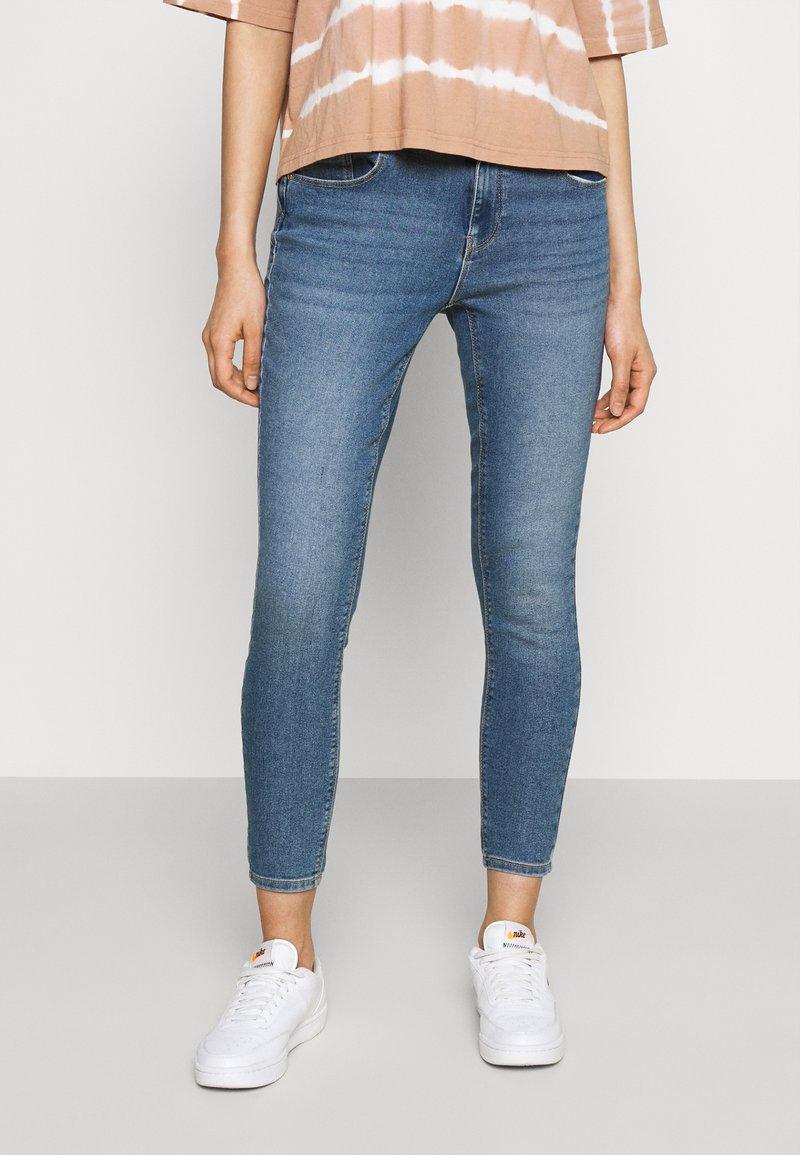 ONLY - ONLDAISY LIFE PUSH UP - Jeans Skinny Fit - medium blue denim