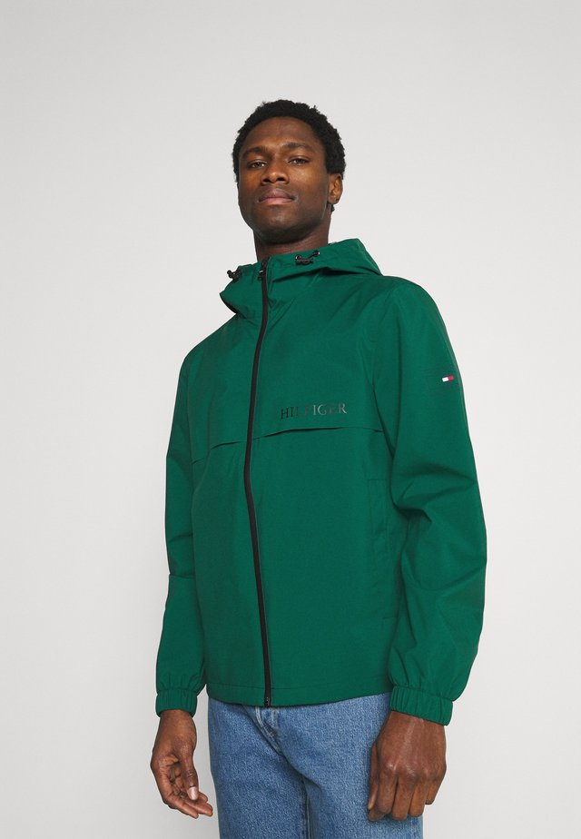 TECH HOODED JACKET - Chaqueta fina - rural green